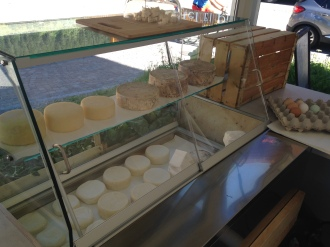 varietà di formaggi nel Soreie Bio Chiosk